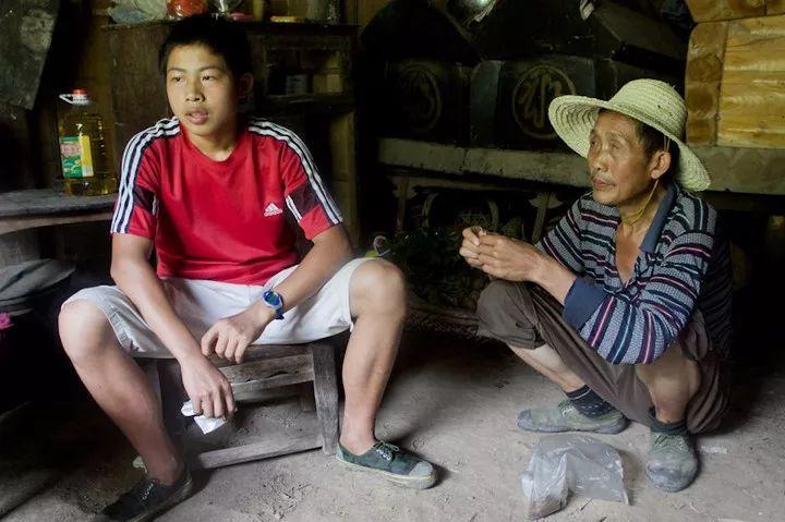 暖心!他考上了北京的大学,第一时间来工大找支教的哥哥姐姐!